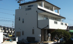 2世帯3階建て鉄骨住宅 瑞穂町